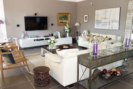 Design and friendly, close to Uzes - Sainte-Anastasie - Ev