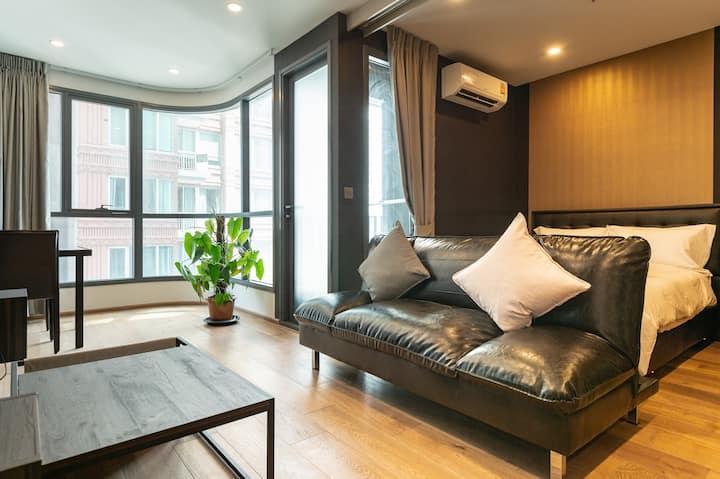 曼谷市中心BTS站Chitlom附近高级公寓优质套房