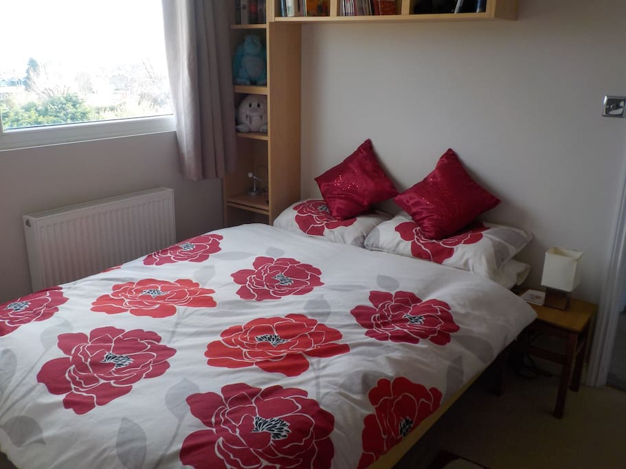 Cosy bedroom with double bed, views across Portsmouth to the Isle of Wight!