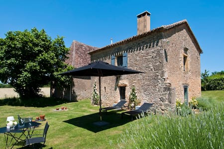 Le Mazet, a beautiful 4-star cottage & garden