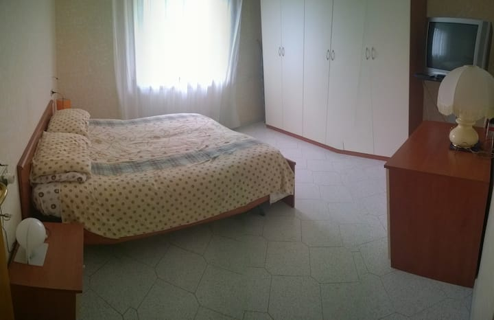 Big room in an apartment well connected