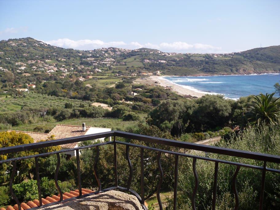 Ausblick vom Turmzimmer auf Cargèse und die Bucht
