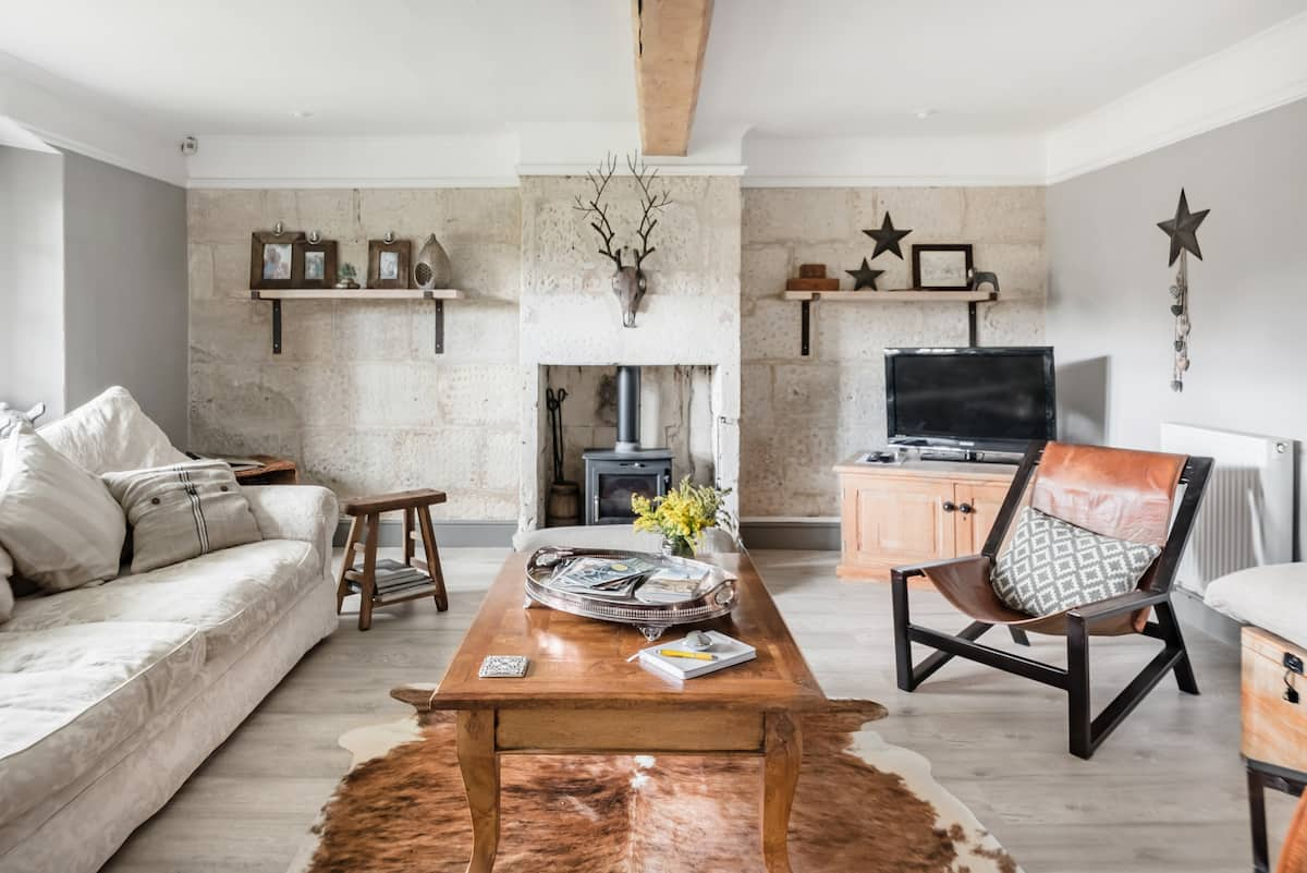 Fab Stone Cottage, South-Facing, Bath on your doorstep.