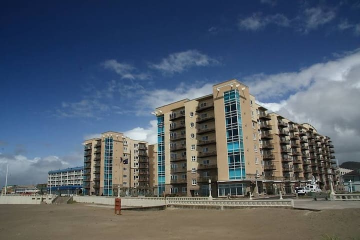 1 Bedroom @ Oceanfront Resort Seaside Kitchen/Pool