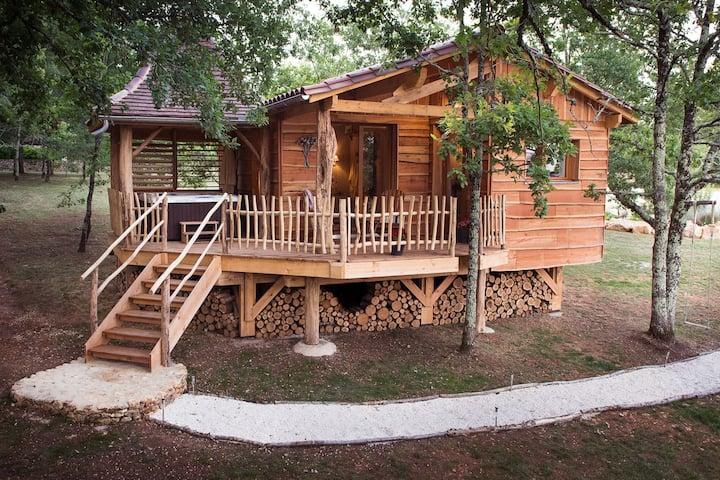 Cabane avec SPA privatif pour un séjour insolite