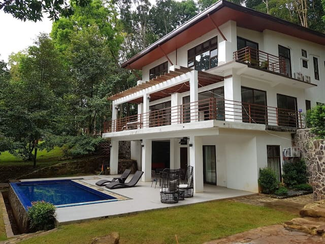 Villa Elisha - A Forest Hideaway in Antipolo