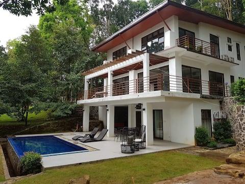 Villa Elisha - A Forest Hideaway in Antipolo