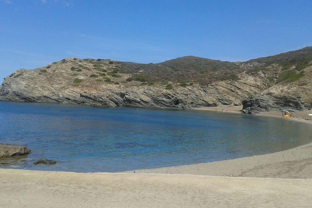 Spiaggia centrale e spiaggetta piccola all'Argentiera, zona di interesse paesaggistico e di archeologia industriale a pochi chilometri dall'abitazione