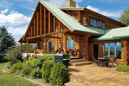Destination- Bridger Mountains! Stunning MT Cabin - Belgrado