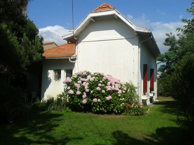 maison et jardin proche plage tout à pied - Biscarrosse - House