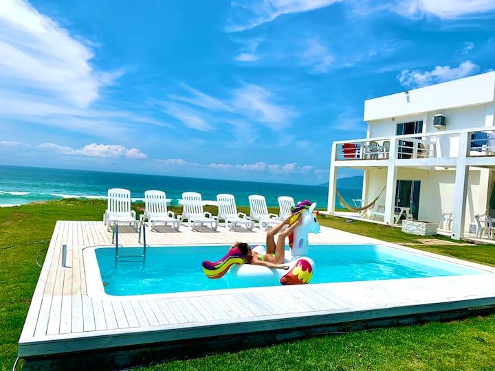 Apartamento Mykonos  em Condomínio beira Mar