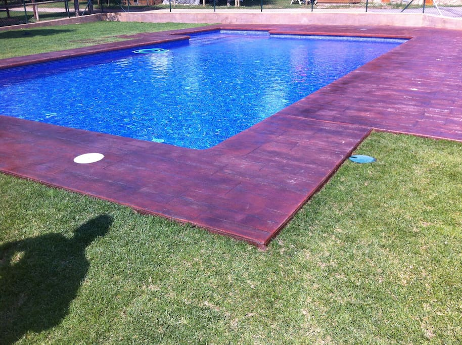Bungalow en plena monta a con barbacoa y piscina - Camping piscina climatizada catalunya ...