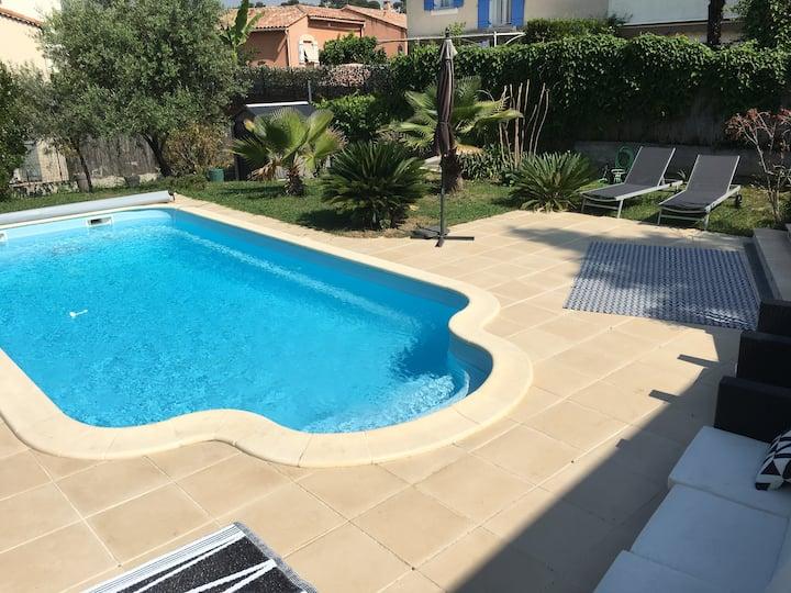 Villa climatisée piscine et jardin en bord de mer