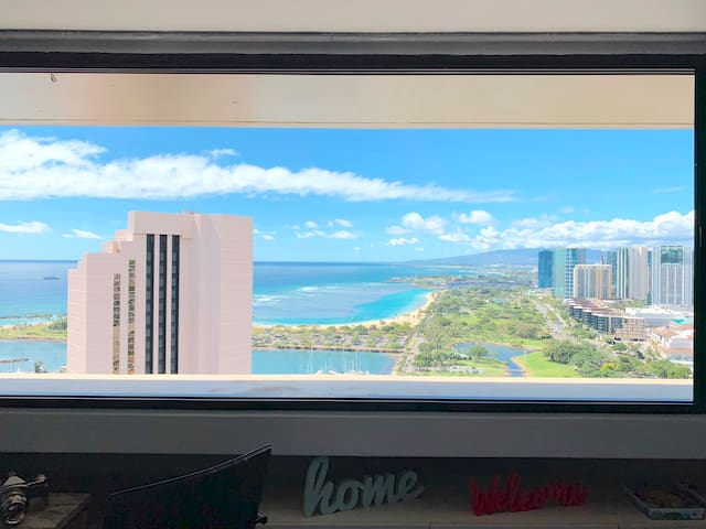 Banksy Waikiki 180 Degree Ocean View 40th Floor