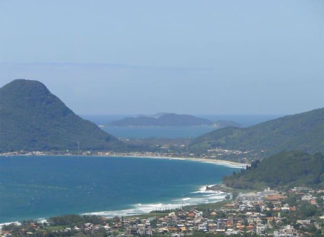 Pé na Praia 2, a passos da praia do Campeche!