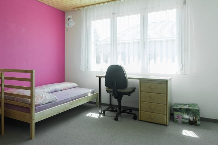 Single Room with WIFI nearbus big free parking - Zuzwil