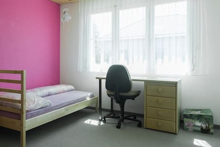 Single Room with WIFI nearTransport and cityZurich - Zuzwil