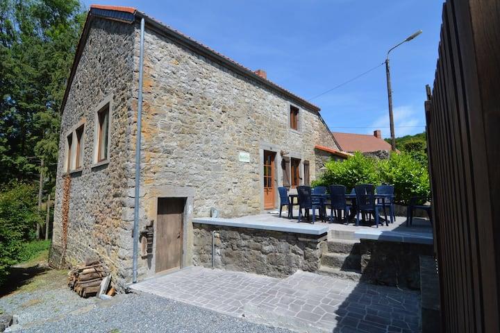 Charmant vakantiehuis in Falaën aan de voet van de ruïnes van Montaigle.