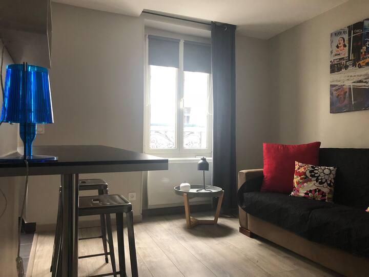 Studio neuf, équipé, agréable, idéalement situé