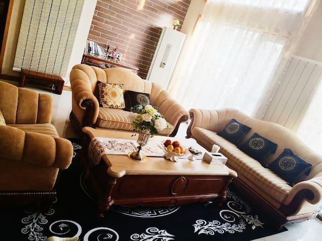 花园酒店别墅的沙发床