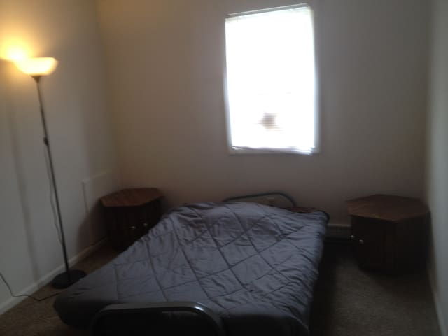 1 furnished room, 1 bathroom, kitchen, living area - Dayton - Apartamento