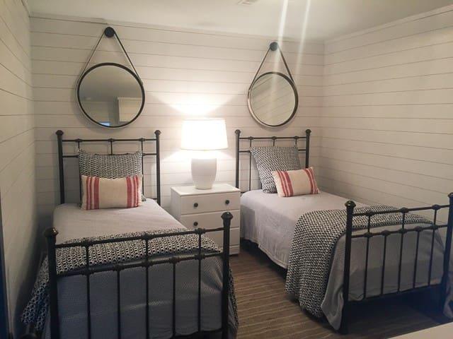 Bedroom 5-2 Twins