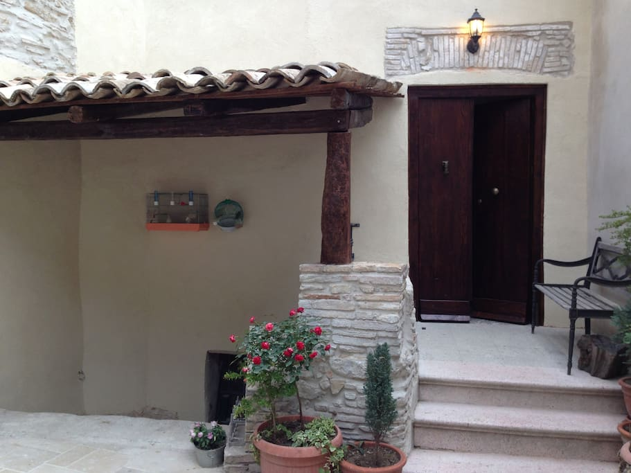 Entrance in the small courtyard.