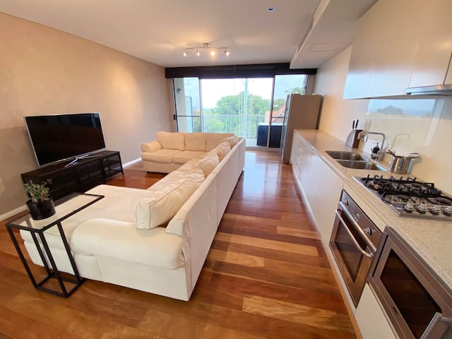 Clean, Comfortable & Modern 1BR Close to City