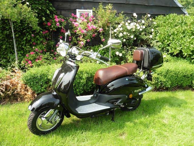 De scooter is te huur