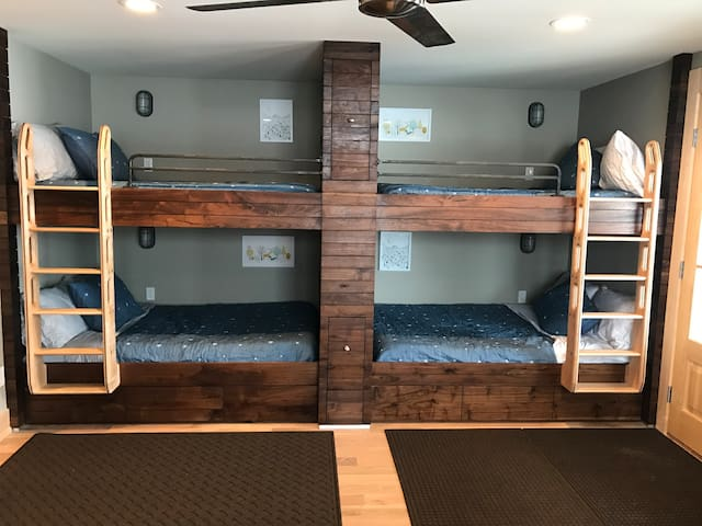 4 full size beds with bunk media room - great for kids & teenagers or couples