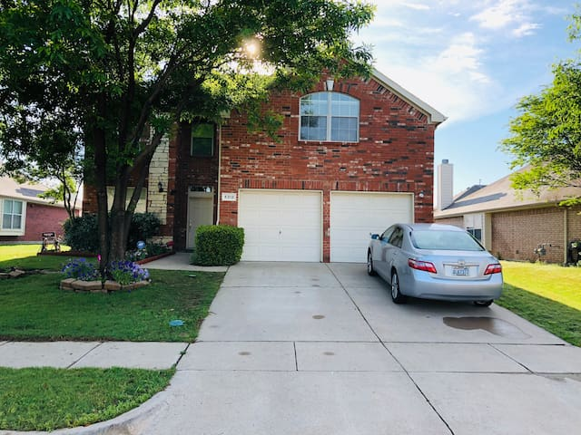 Beautiful Private room Grand Prairie /Female only