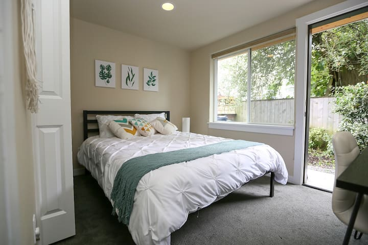 Cozy Suite in Modern Greenwood Townhouse!