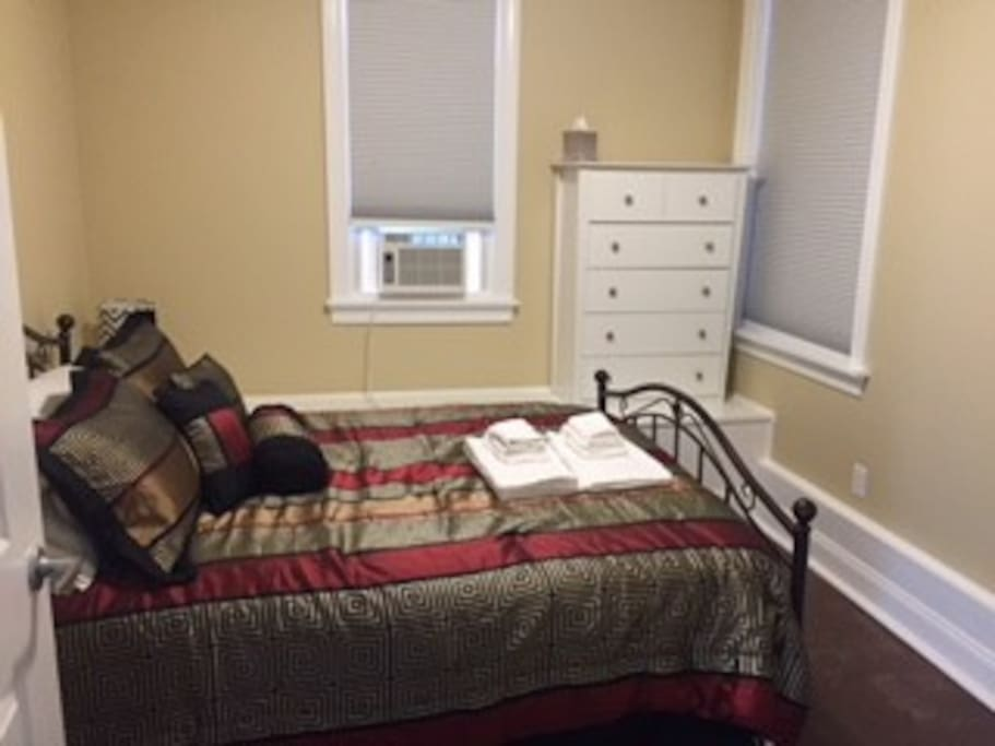 Queen size bed, A/C