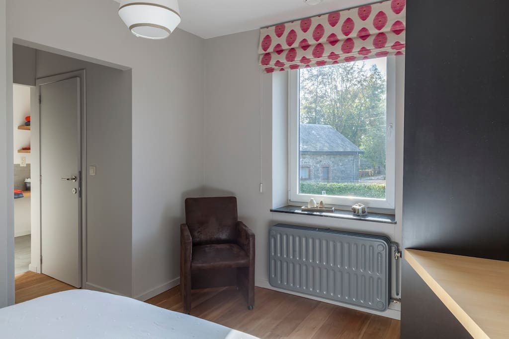 At home chambre c t jardin dochamps chambres d for Chambre hote wallonie