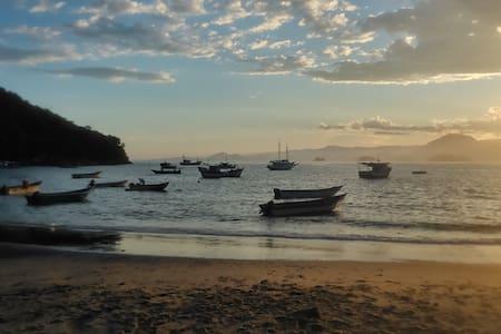 Sobradinho Picinguaba, pé na areia - Picinguaba - 独立屋