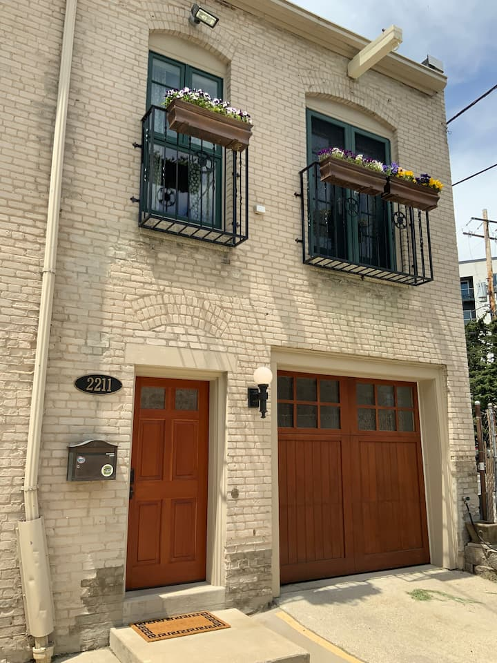 Chic East Side Coach House -  Includes parking