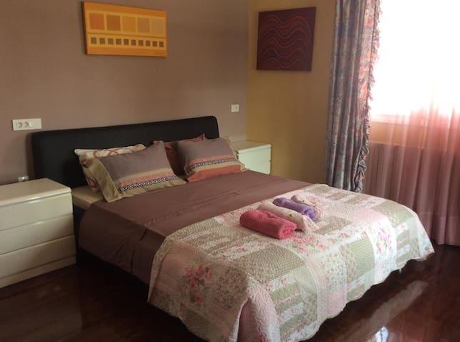 αποψη master bed room της σουιτας Β2 με  feng shui heling arts