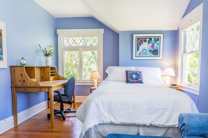 Blue Bedroom in GardenOasis