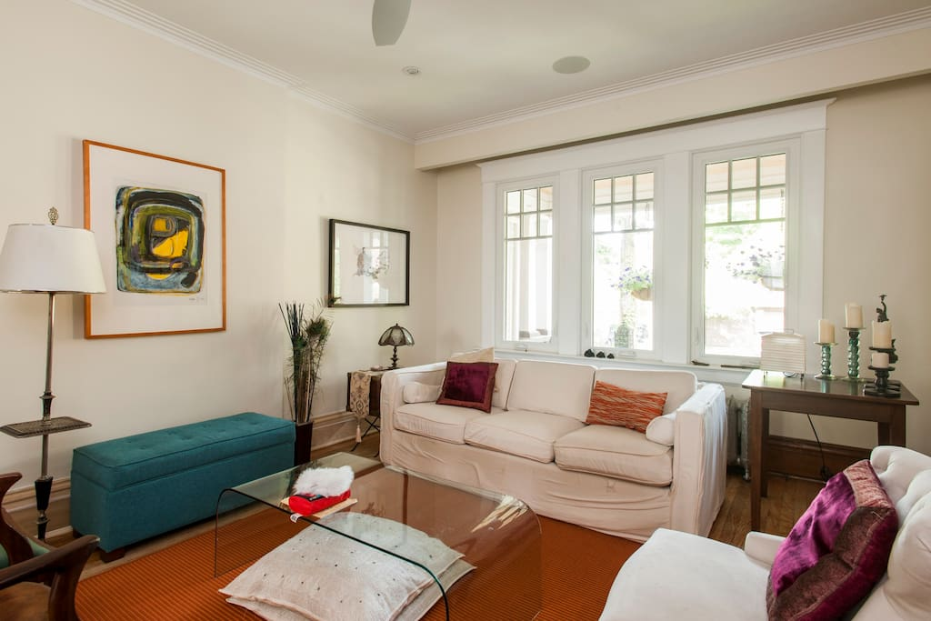 Spacious Living room with 9 foot tall ceilings and a ceiling fan.