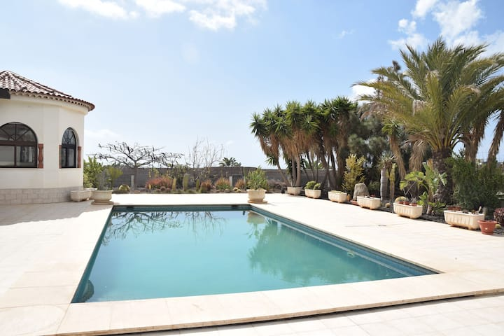 Beautiful villa in the south of Tenerife with a delightful terrace and pool