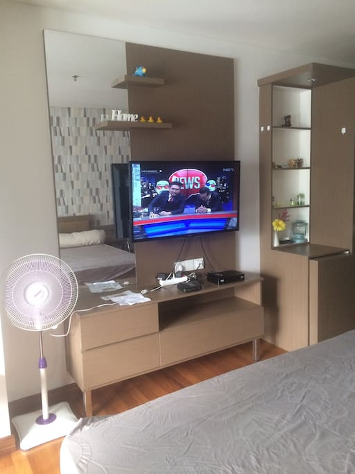 Flat screen smart tv with basic cable channels and wifi.