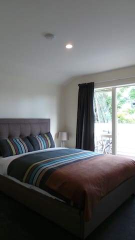 Townhouse~ Clean private modern bedroom & bathroom - Auckland - Szeregowiec
