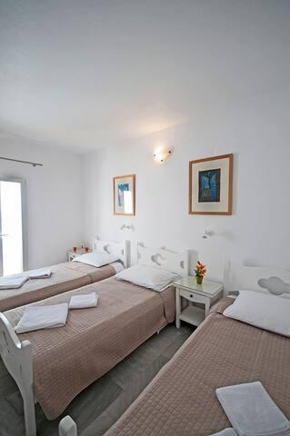 Ioanna's House Triple bedded room with balcony