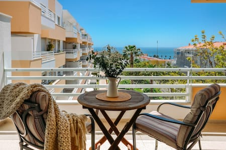 Fantastic Seaside Family Apartment with Pool