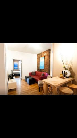 Centrally Located One Bedroom Apt - New York - Apartment