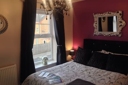 Five Star Beautiful Double Room. - Bradford - House