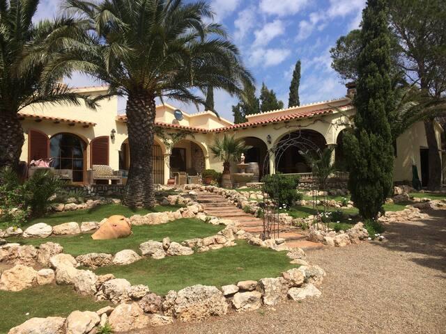 Vrijstaande villa met tuin en patio - L'Hospitalet de l'Infant - Villa