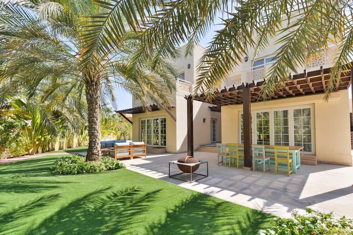 Luxury and stylish 4BR Villa-Permit #MEA-009-6XXRT