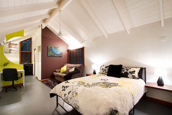 AIRLIE BEACH ECO CABINS-nestled in nature. Ulysses