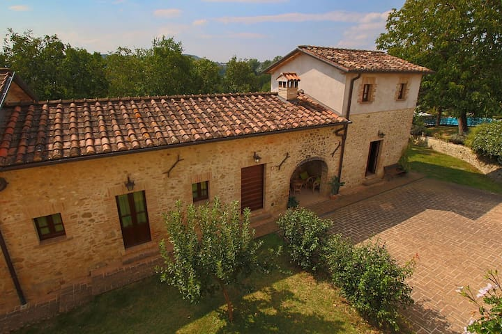 Modern Farmhouse in Città di Castello with Pool